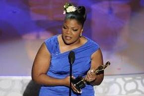 Mo'Nique accepts her best supporting actress Oscar