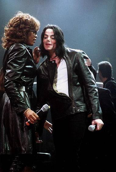 Whitney Houston and Michael Jackson perform at the 3rd Annual holiday    Whitney Houston And Michael Jackson Kissing