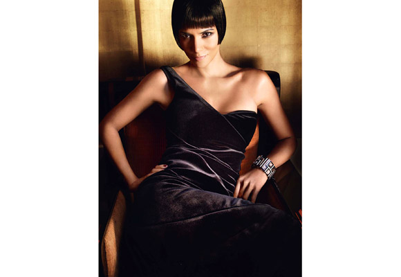 photos halle berry 39 s vogue spread talks aubry split eurweb. Black Bedroom Furniture Sets. Home Design Ideas