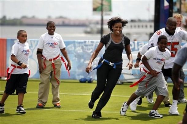 FLOTUS cuts Michelle Obama Plays Flag Football