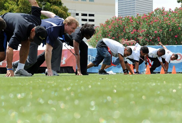 FLOTUS line of scrimmage1 Michelle Obama Plays Flag Football