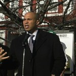 Cory Booker Uses Twitter to Help Clear Snow-Clogged Streets