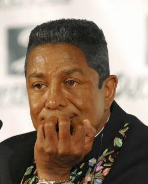 jermaine_jackson(2010-chin-on-hand-med-upper)