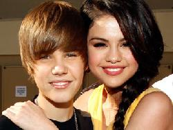 justin beiberselena gomez2011 med smaller Fans Turn on Justin Beiber: EURweb's Monica Cost Turned to for Advice