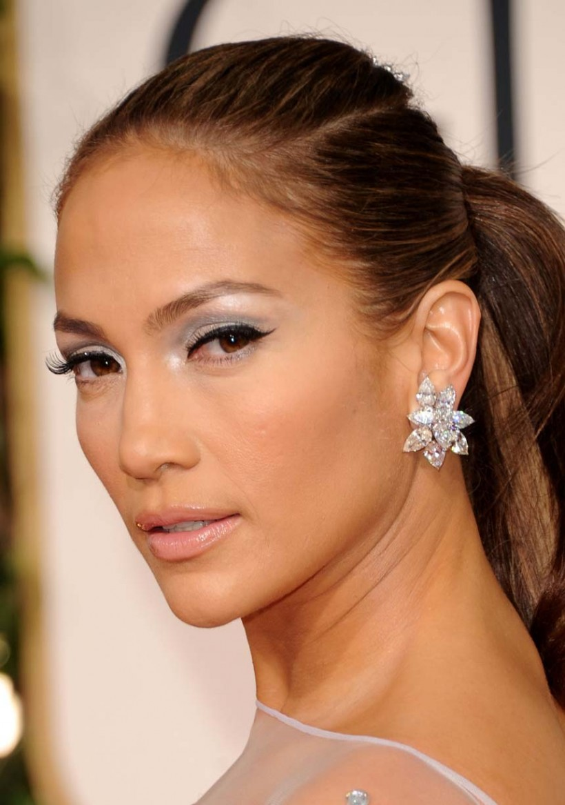 http://www.eurweb.com/wp-content/uploads/2011/06/jennifer-lopez-2011-golden-globes-red-carpet-01162011-07-820x1167.jpeg