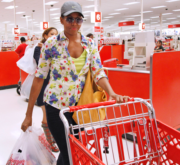 Mrs_Obama_shopping_at_Target2_110929