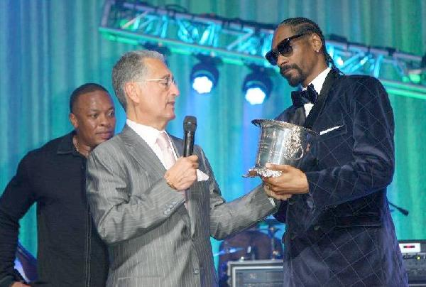 Snoop Dogg (right) accepts the 2011 BMI Urban ICON Award from BMI CEO/President Del R. Bryant with Dr. Dre looking on - photo credit Maury Phillips