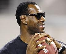 lebron_james(2011-with-football-med-wide-upper)