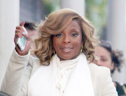 mary_j_blige(2011-white-scarf-med-wide)