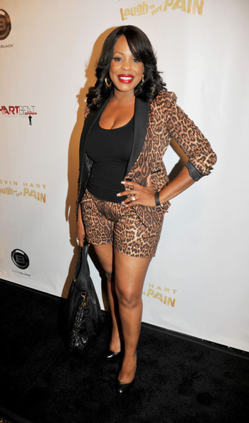 niecy nash joins cedric the entertainer in 39 hot in. Black Bedroom Furniture Sets. Home Design Ideas