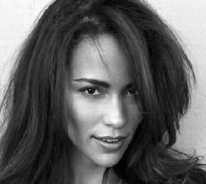 paula_patton(2011-b&w-sultry-big-ver-upper)