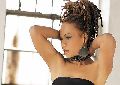 Lisa Simone Kelly