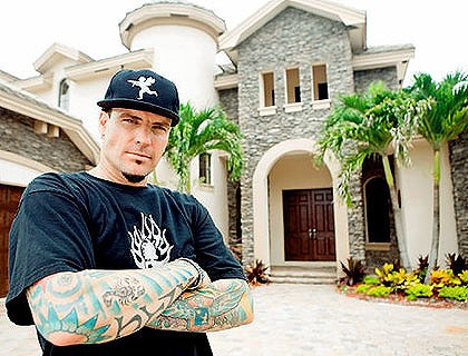Vanilla Ice & mansion