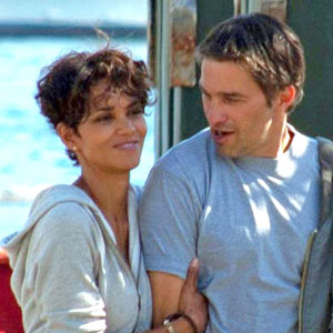 "Halle Berry, Olivier Martinez on the set of ""Dark Tide"""