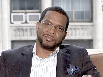 luther_campbell(2011-sitting-on-sofa-med-wide-big-ver-upper)