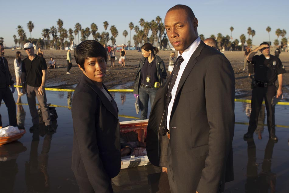 "Regina King and Dorian Missick in TNT's 4th season of ""Southland"""