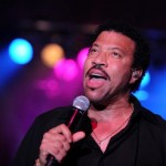 Lionel Richie and Country Twang Sell 20K Albums in 1 Hr.