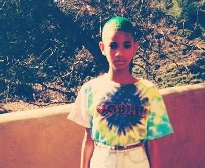 willow_smith(2012-green-blue-hair-big-ver-upper)