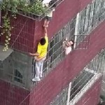 Good Samaritan Helps Child Hanging from Roof by His Head (Video)