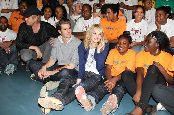 andrew garfield & emma stone & community volunteers