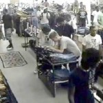 Teen Flash Mob Swipes $3,000 in Jeans from Chicago Store (Video)