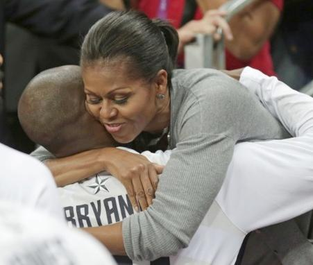michelle_obama(2012-hugs-us-b-ballers-big)