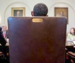 obama_chair_tweet(2012-med2)jpg