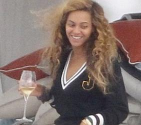 beyonce_glass_wine(2012-med)