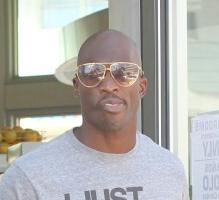 chad_ochocinco_wedding_ring(2012-lrg-ver-upper)