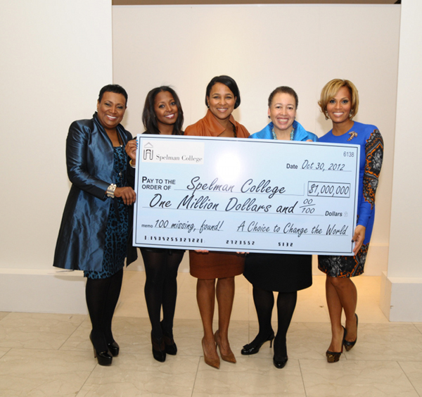 (L-R) Vickie Palmer, Keisha Knight Pulliam, Rosalind G. Brewer, Dr. Beverly Tatum, Millie Smith