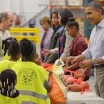 The Obamas Start Thanksgiving at Food Bank (Video)