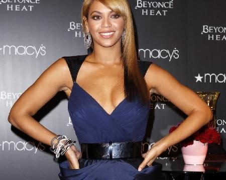 beyonce (hands on hips)