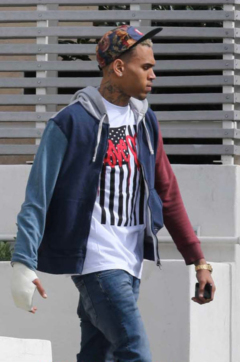 chris-brown-hand-cast-07-480w