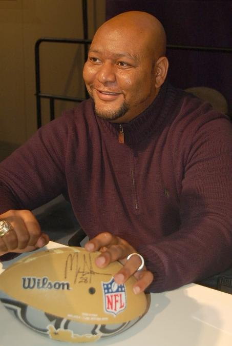 deuce mccallister signs footbal