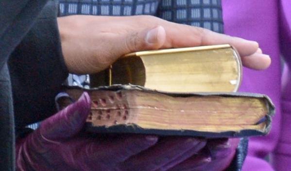 obama (hand on bible)