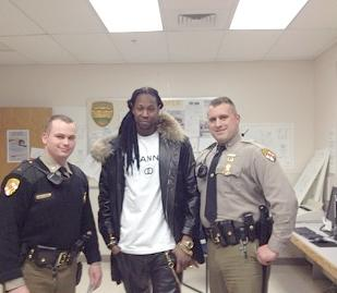 2chainz & cop fans