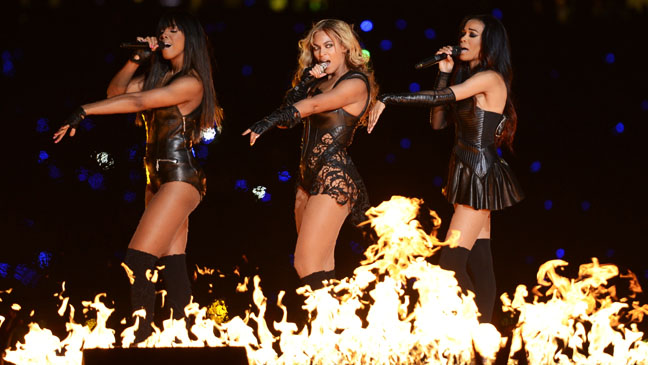 Beyonce (center) and Kelly Rowland and Michelle Williams perform at Super Bowl 47