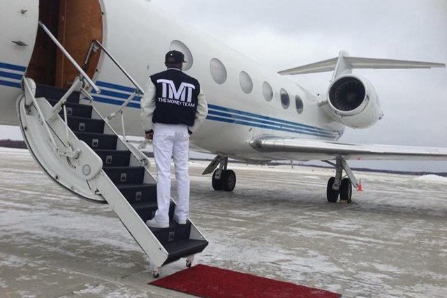 Floyd Mayweather arrives in Detroit / Showtime