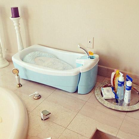 amber-rose-baby-bathtub-lg
