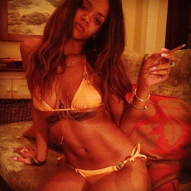 rihanna-bikini-smoking-holiday