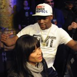 Columnist Slams Mayweather for Taunting Boxer's Wife