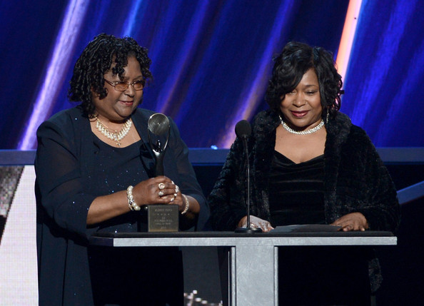 (L-R) Evelyn Smith and Alice Johnson accept award on behalf of Albert King
