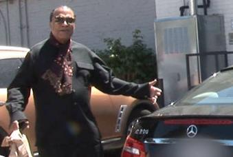 billy dee williams (next to car)