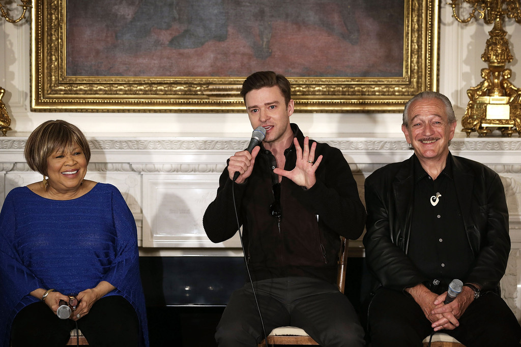Musicians Justin Timberlake (2nd L) speaks as Charlie Musselwhite (R) and Mavis Staples (L) listen during an interactive student workshop at the State Dining Room of the White House April 9, 2013 in Washington, DC