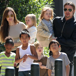 Angelina-Jolie-and-the-kids