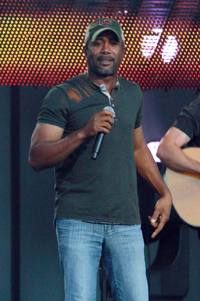 Darius Rucker performs live at the 'Jimmy Kimmel Live' outdoor arena in Los Angeles. (May 22, 2013)