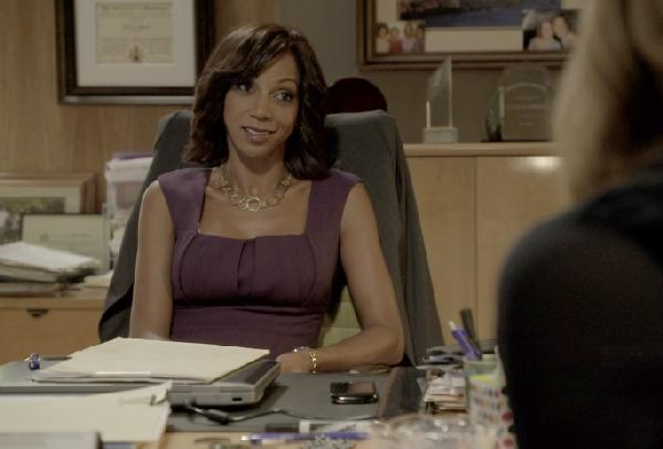 holly robinson peete (screenshot from blue/wigs)