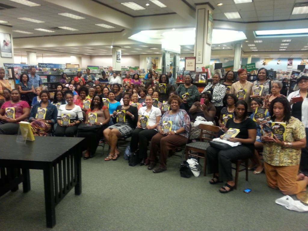 Kim Roby crowd at book signing in Houston