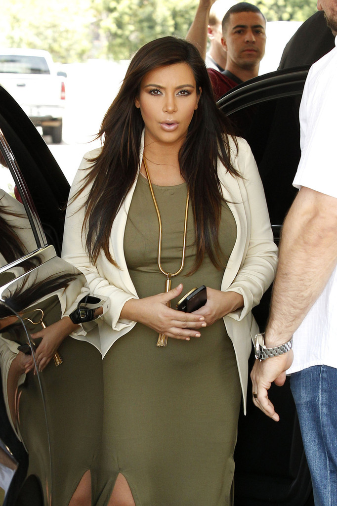 Kim Kardashian shows her baby bump as she heads out for lunch in Los Angeles. (June 12, 2013)