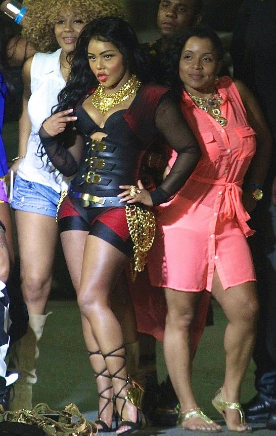 lil kim & fans at summer jam